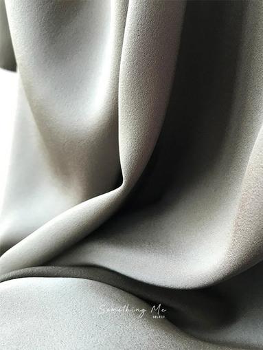 JE200903 光澤設計感連身長洋 2色
